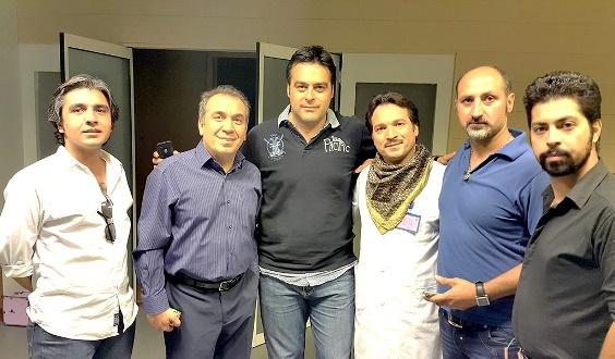 عکس/ پسرناصرحجازی در کنار بازیگران