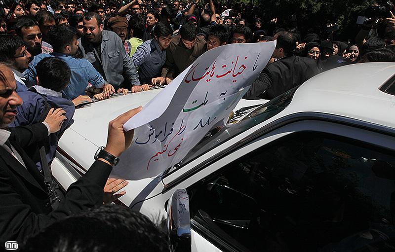 عکس/ شعار ضد فتنه جلوی چشم هاشمی