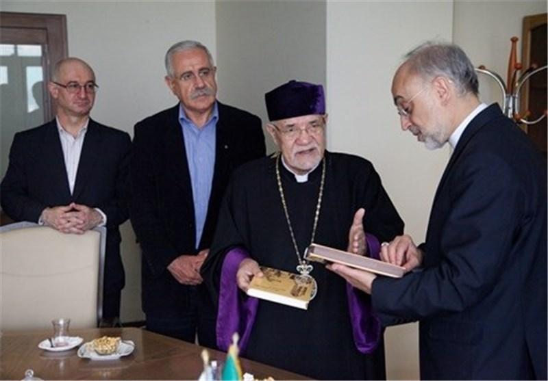 صالحی با اسقف اعظم دیدار کرد +عکس