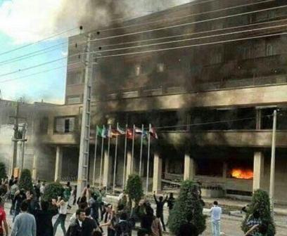 ماجرای مرگ یک دختر، تجمع و آتش زدن هتل در مهاباد چه بود؟ +تصاویر