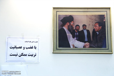 بنیانگذار تهران تایمز در کنار رهبری +عکس
