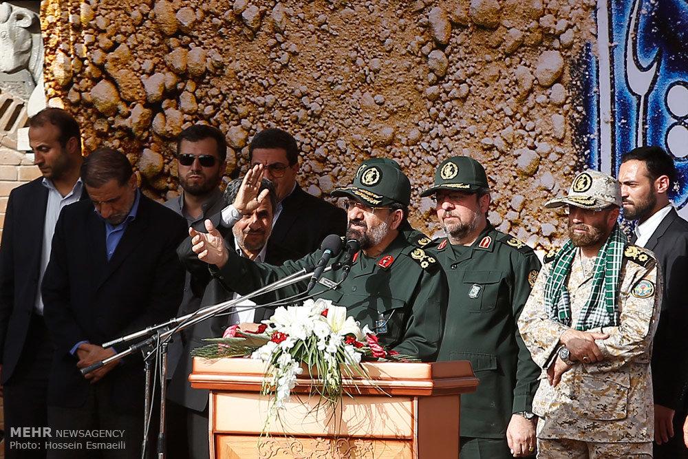 عکس/ احمدینژاد در تشییع شهدای غواص