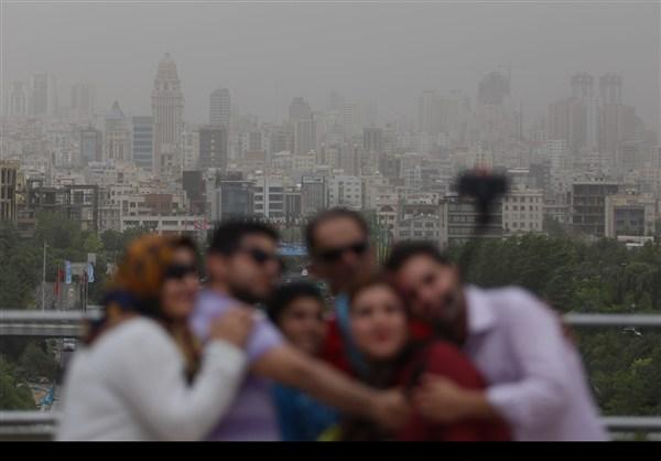 عکس/ سلفی خانوادگی در انبوه ریزگردها