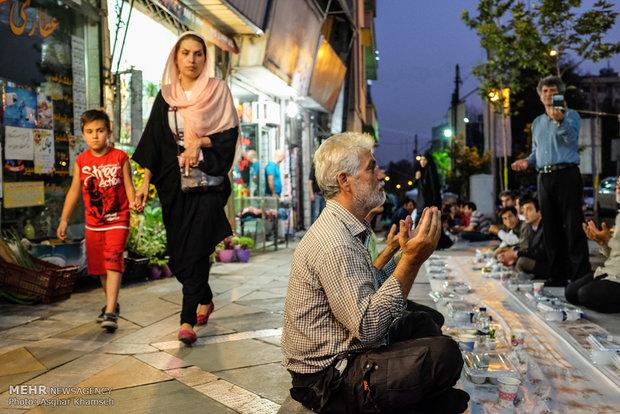 بزرگترین سفره افطار تهران +تصاویر