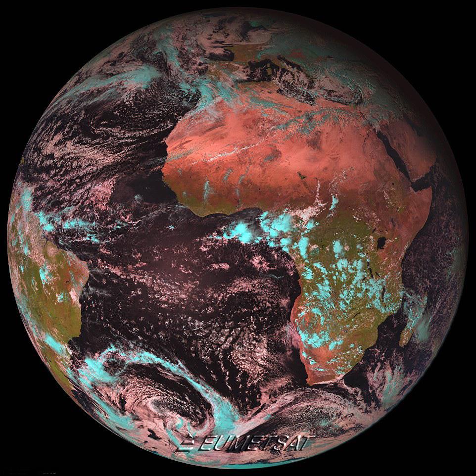 200195 699  صورتی  رنگ جدید کره زمین