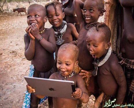 عکس/ تعجب کودکان قبیله در برابر تکنولوژی