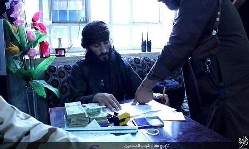 کمک داعش به مسلمانان فقیر +تصاویر