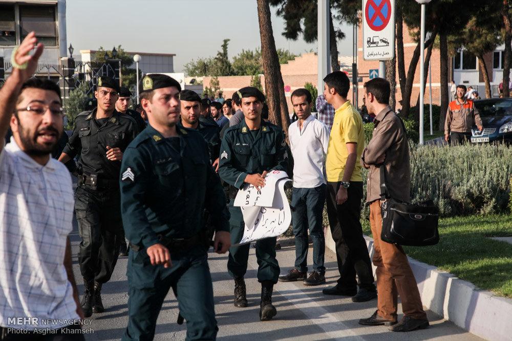 اعتراض دانشجویان به سفر وزیرامورخارجه فرانسه به تهران