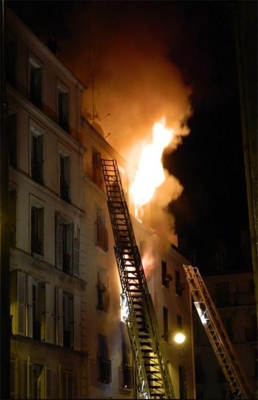 ۸ کشته در آتشسوزی مرکز پاریس+عکس