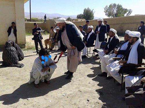اجرای حکم شلاق پسر و دختر افغان +تصاویر