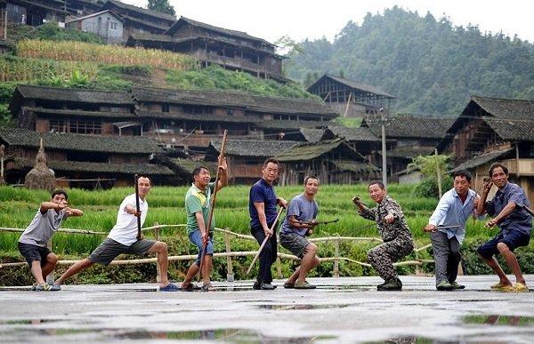 روستایی با اهالی رزمی کار +تصاویر
