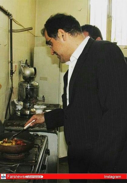 عکس/ آشپزی آقای وزیر در همدان!