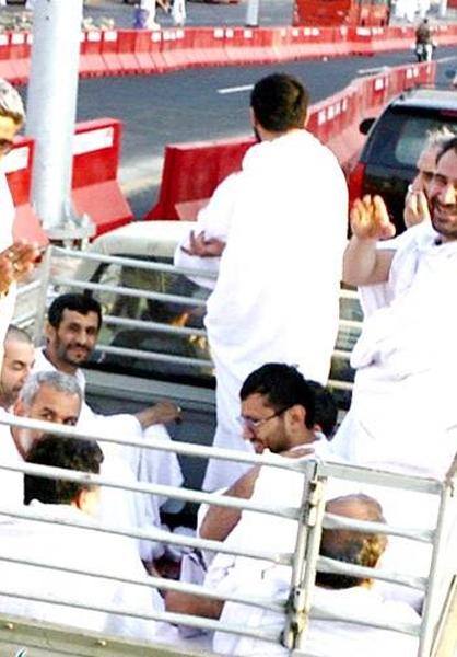 دروغ جدید اعراب: خودروی احمدینژاد باعث کشته شدن حجاج شد! +تصاویر