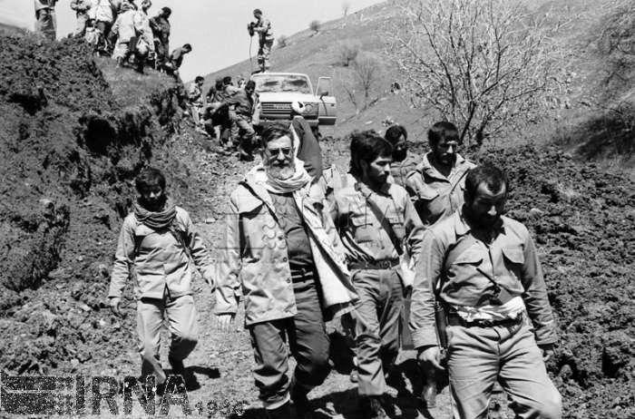 دو عکس از رهبرانقلاب در منطقه والفجر 10