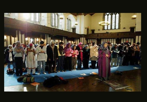 نمازجماعت مختلط با امام جماعت زن+عکس