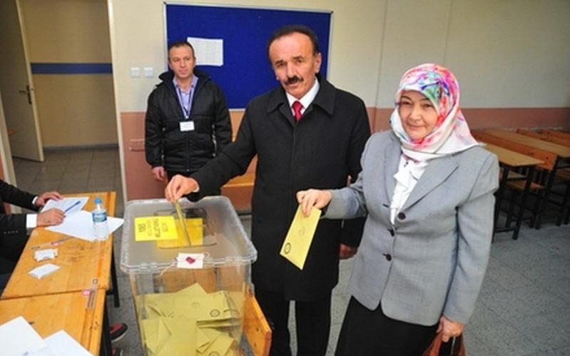 همسر این کاندیدا به او رای نداد! +عکس