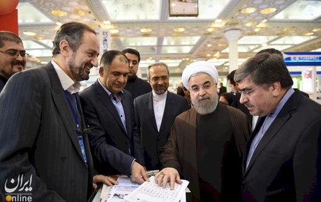 عکس/ روحانی در حال «بریلخوانی»!