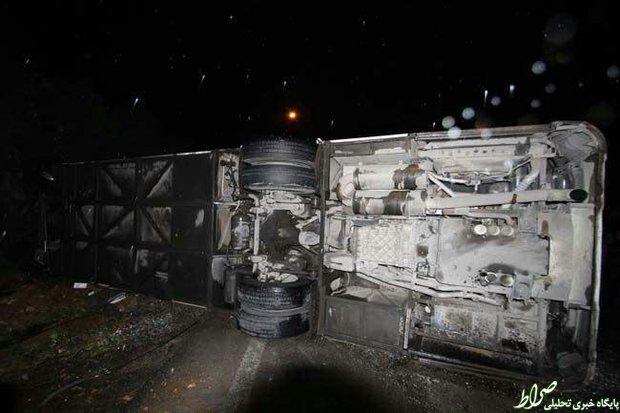 واژگون اتوبوس دانشآموزان درشیراز+عکس