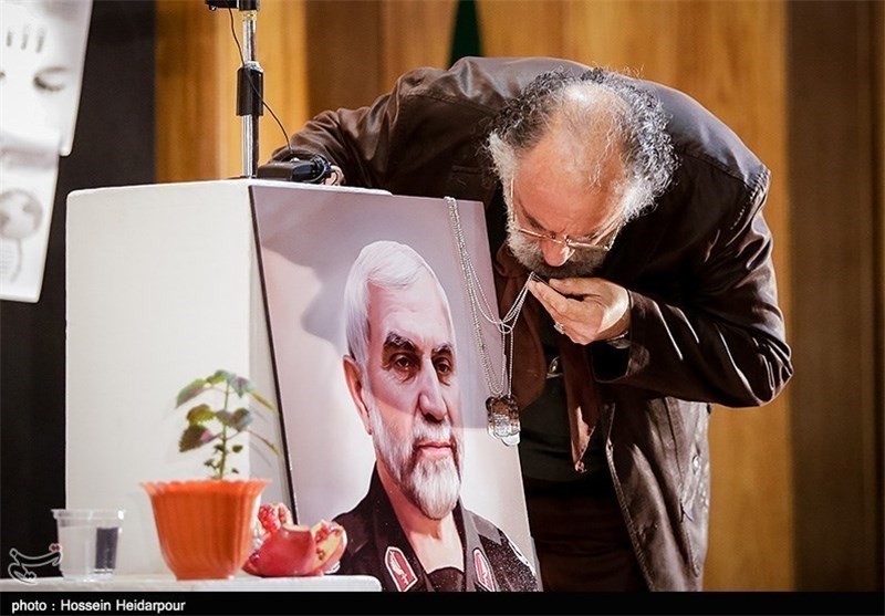 بوسه داریوش ارجمند بر تصویر شهید همدانی +تصاویر