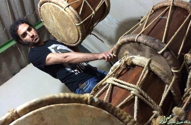 هدیه چکناواریان به یک مداح در مراسم عزاداری+عکس