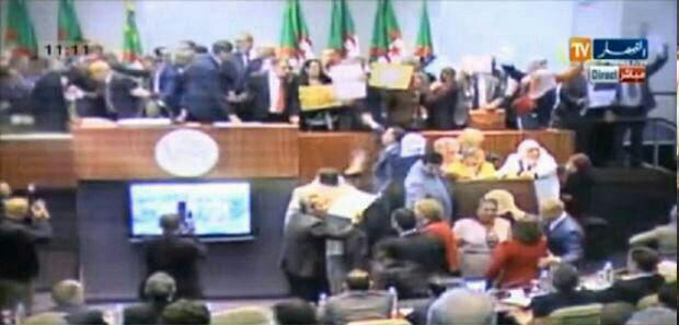 عکس/کتککاری نمایندگان هنگام تصویب بودجه