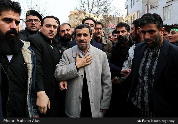 عکس/ احمدینژاد در تشییع شهدای گمنام