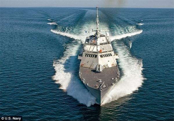کشتی جنگی آمریکا به گل نشست +عکس