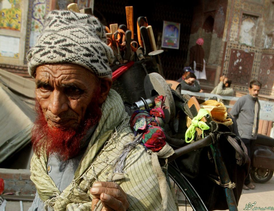 عکس/ چاقو فروش دوره گرد در پاکستان