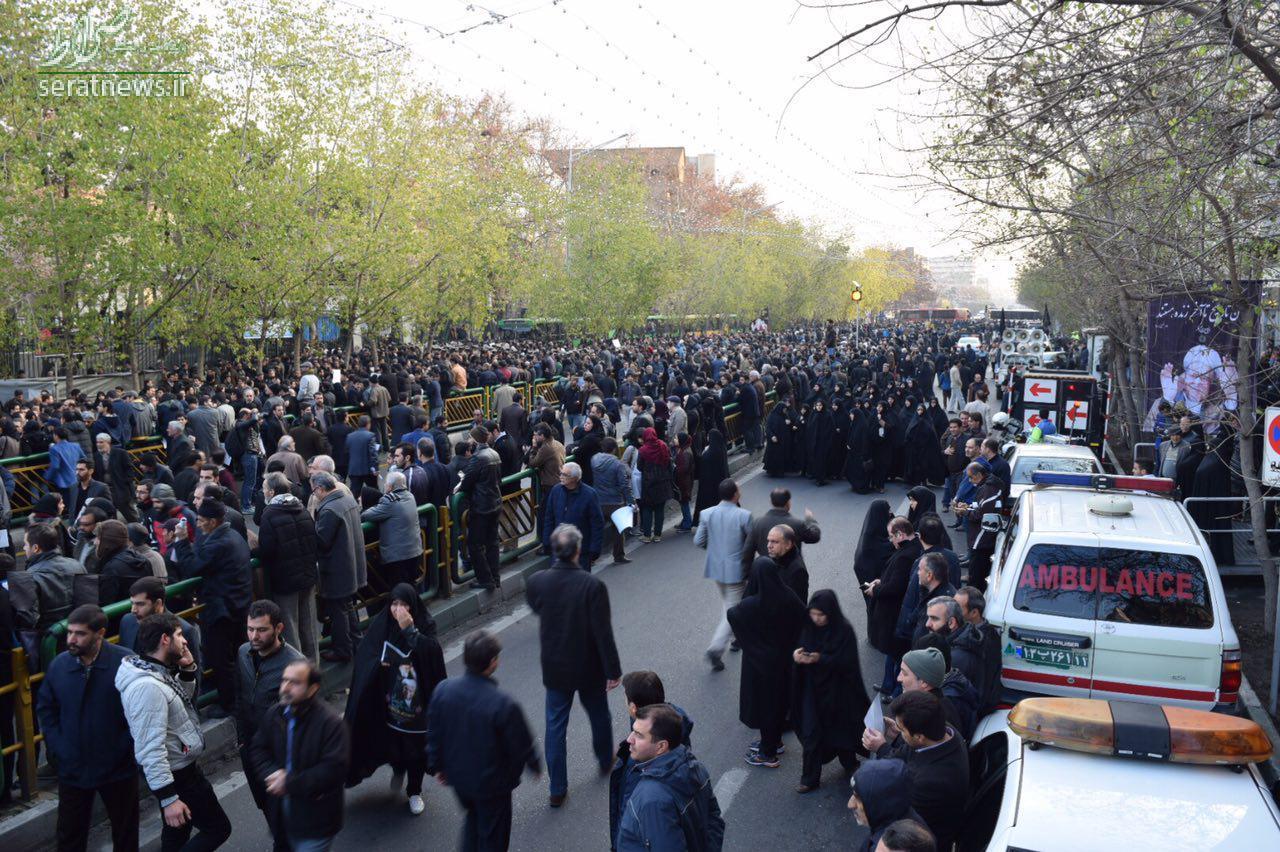 پوشش زنده/ آغاز مراسم تشییع پیکر هاشمی از دقایقی دیگر +تصاویر