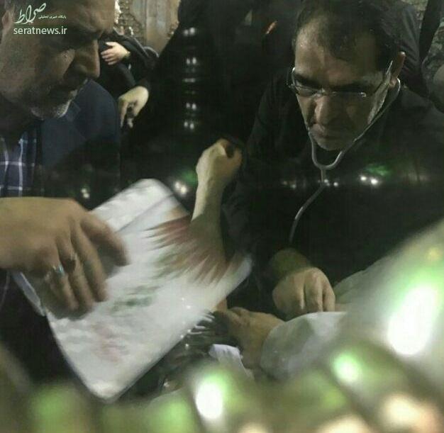 تصاویر/ معاینه امام جمعه تهران توسط وزیر بهداشت در حرم امام