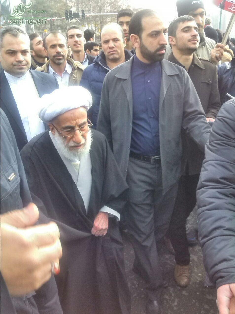 عکس/ آیتالله جنتی در راهپیمایی ۲۲ بهمن