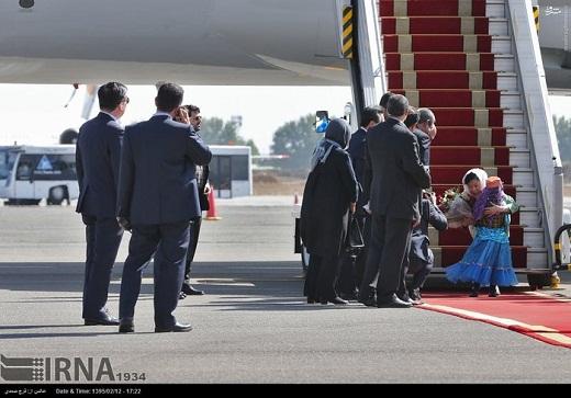 عکس/دختر ایرانی در آغوش خانم رئیس جمهور