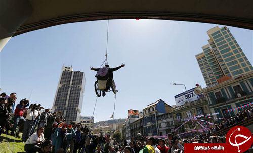 عکس/ اعتراض جالب به شیوه یک معلول