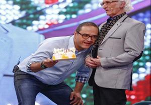 تولدی برای آقای خواننده در خندوانه +عکس