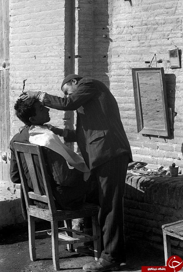 عکس/ آرایشگر دوره گرد در 70 سال پیش