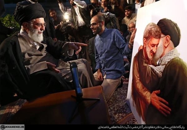 عکس/ احمد متوسلیان در آغوش رهبرانقلاب