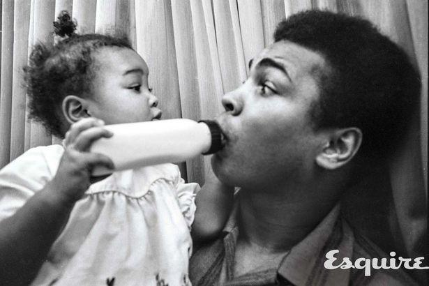 تصاویری از کلی در حال بازی با فرزندش
