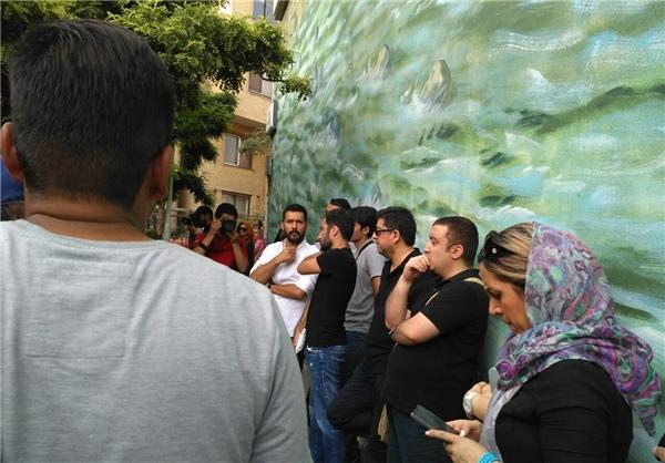 تجمع علاقمندان کیارستمی مقابل بیمارستان «جم» +تصاویر