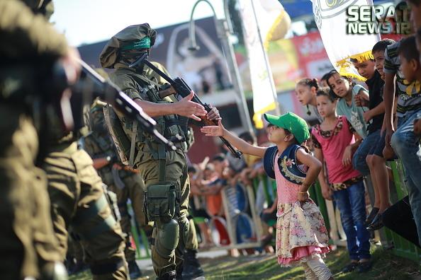 عکس/ لحظه ناب از یک دختر فلسطینی