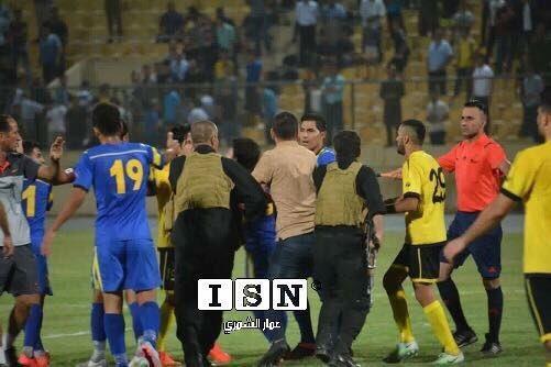 ضرب و شتم سرمربی در لیگ عراق!+عکس