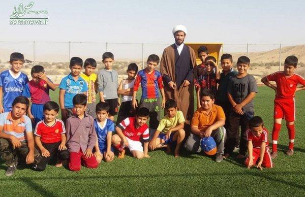 طلبهای که با فوتبال تبلیغ میکند +تصاویر