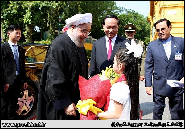 عکس/ استقبال دختر ویتنامی از روحانی