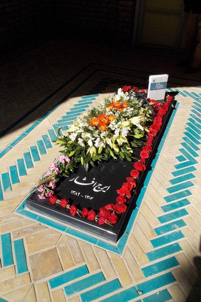 سنگ قبر ایرانشناس فقید مفقود شد+عکس