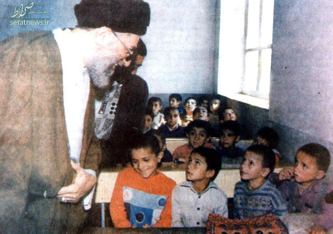 عکس/ رهبر انقلاب سر کلاس درس