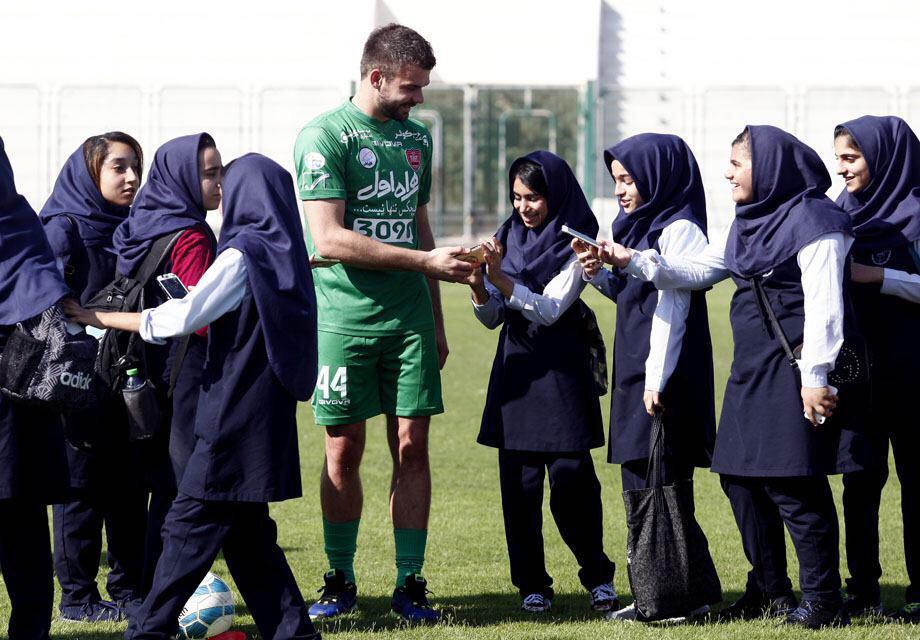 دختران ایرانی در اردوی پرسپولیس +تصاویر
