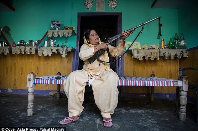 عمه تفنگدار؛ کابوس مردان متجاوز +تصاویر