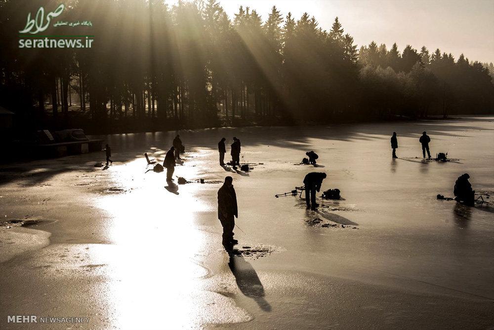 عکس/ماهیگیری در دریاچه یخ زده