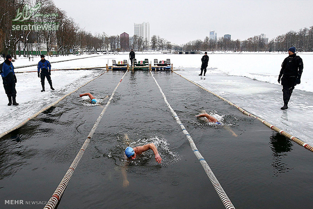 ع پسربچه عکس/مسابقات قهرمانی شنا در آبهای یخ زده