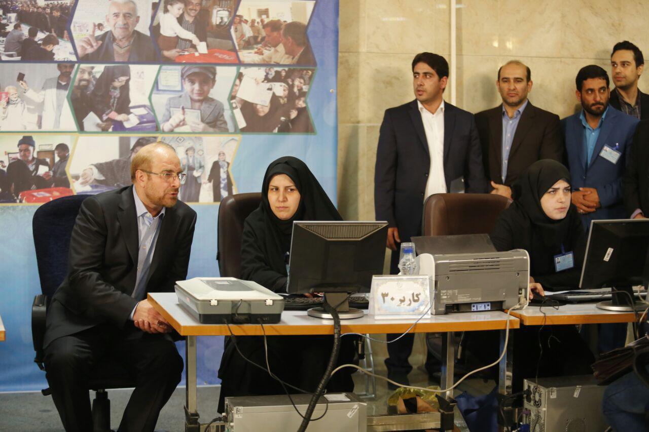 قالیباف در ستاد انتخابات کشور حضور یافت +عکس