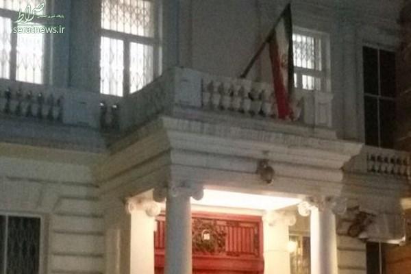 اهتزاز پرچم جمهوری اسلامی در سفارت ایران در لندن +عکس